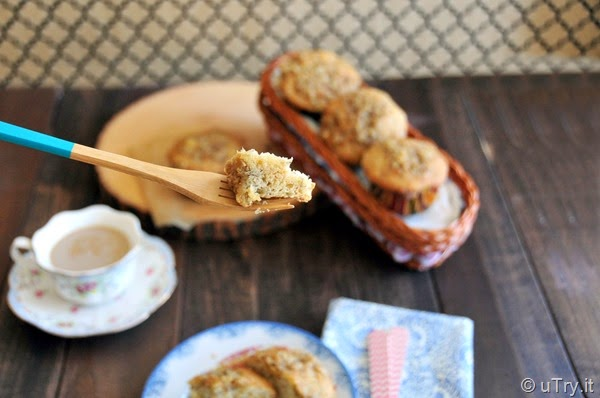 Banana Muffins with Crunchy Oat Topping   http://uTry.it