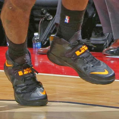 lebron james nba 140115 mia at was 02 LeBron Debuts Black&Gold Soldier 7 PE in Miamis 3rd Straight Loss