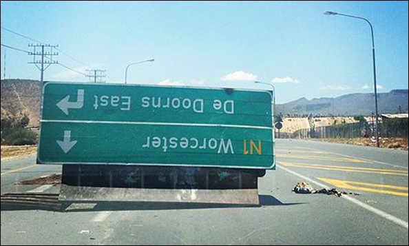 DeDoorns sign overturned COSATU protestors Nov62012