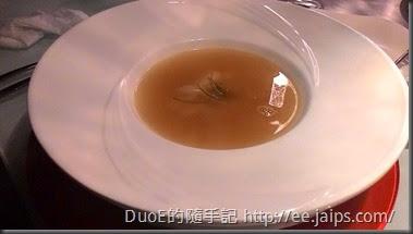 夏慕尼-象拔蚌海鮮湯