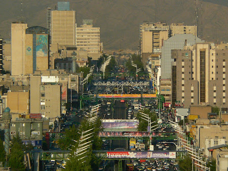 Sights of Teheran: Azadi avenue
