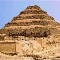 11.- Pirámide escalonada de Zoser