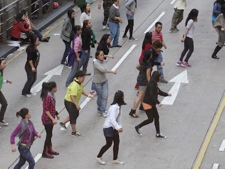 Anul Nou Chinezesc: Filipineze dansand