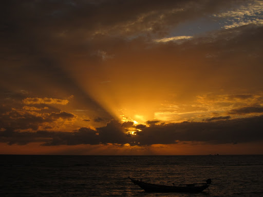 A long tail boat and gorgeous sunset over Haad Yao, Koh Phangan.