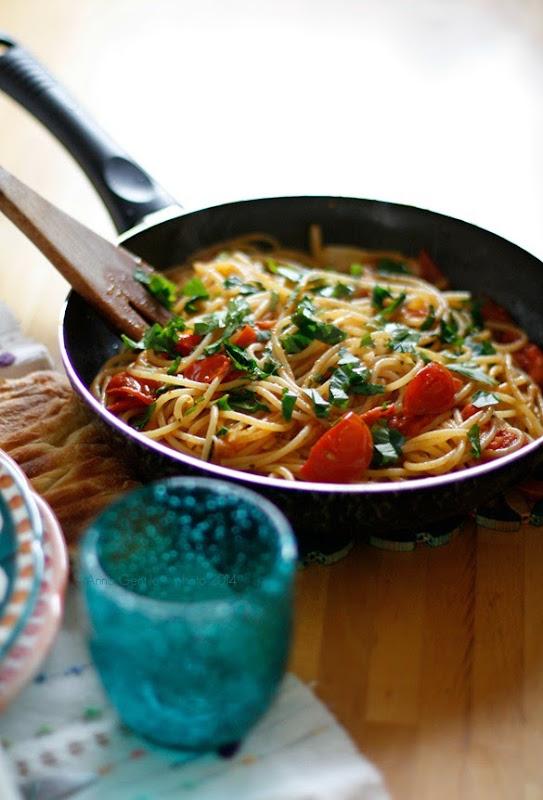 spaghettoni con pomodorini e berberè