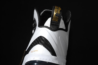 nike lebron 9 ps elite white gold home 9 04 kenlu LeBron 9 P.S. Elite White/Gold (Home) & Black/Gold (Away)