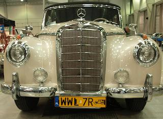 """Mercedes Benz 300, silnik o pojemności 3l. i mocy 125 KM. Nie był """"proekologiczny"""", spalanie rzedu16 -17l na 100 km"""