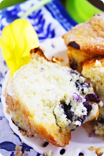 Lemon Blueberry Crumb Muffins Recipe