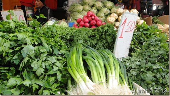 עשבי תיבול טריים בשוק