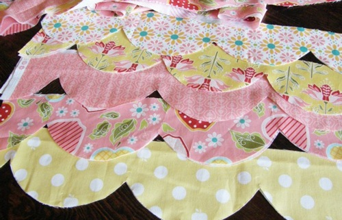Cut Scallops Baby Quilt Tutorial