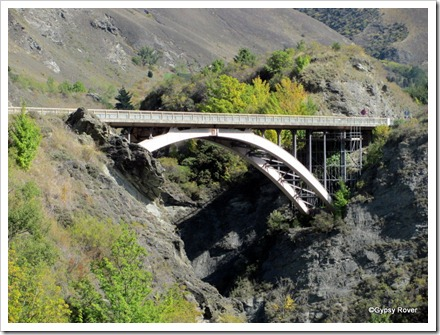 The new road bridge over the Kawarau River.