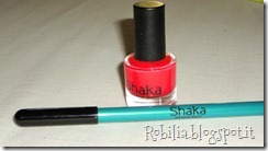 Smalto Shaka n. 450 HOT LOVE e matita eyeliner automatica n. 13 CARRIBEAN
