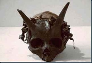 cranios_humanos_chifre