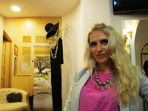 Elena Gladovski2.jpg