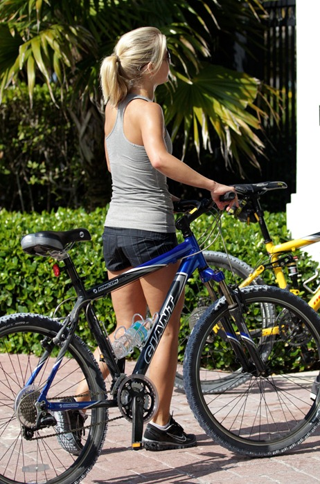 julianne-hough-biking-miami-06