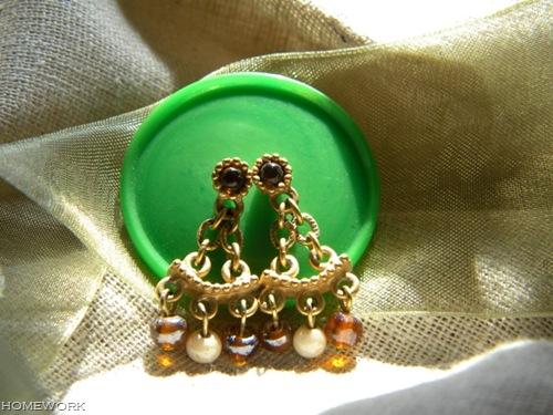 Button Earring Holder via homework   carolynshomework.com
