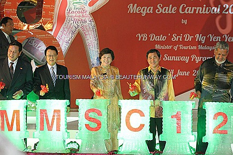 MALAYSIA MEGA SALE CARNIVAL 2012 SUNWAY PYRAMID Minister of Tourism, Dato&#8217; Sri Dr. Ng Yen Yen JIMMY CHOO KUALA LUMPUR SPRING SUMMER RAYA FASHION WEEKEND MID VALLEY MEGAMALL METROJAYA
