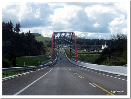 New bridge on the bypassing Lake Taupo (we will go there on the way south)