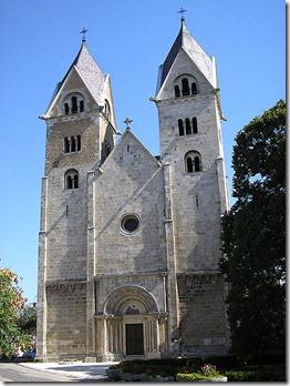 450px-Lebeny-churche1