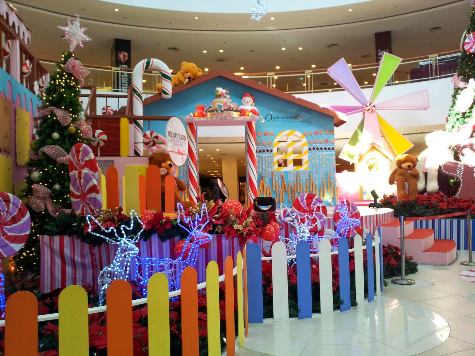 as we countdown to christmas here is another random post on chrismas decorations p - Mall Christmas Decorations