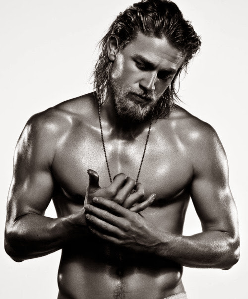 charlie-hunnam-shirtless