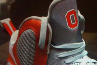 nike lebron 9 pe ohio state grey 1 02 First Look: Nike LeBron 9 Ohio State Player Exclusive