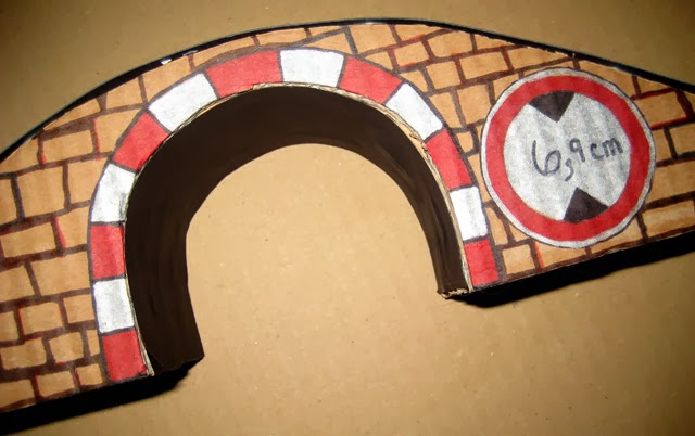 Cardboard train tunnel bridge Tracks for thomas - Side image drawing