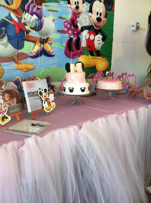 minnie-mouse-party-dessert-table