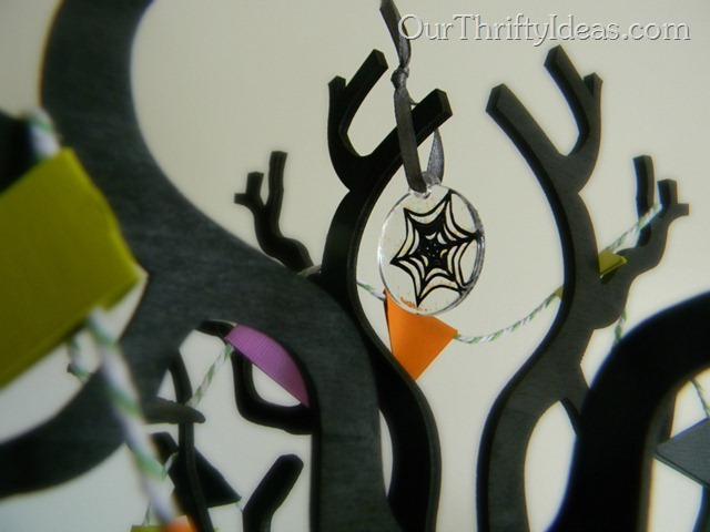 Easy Halloween Charms - www.OurThriftyIdeas.com