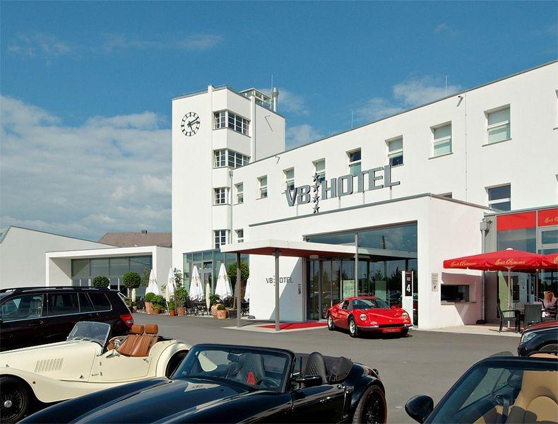 V8 Hotel 12
