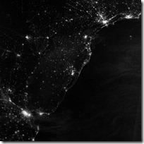 foto bumi malam hari dari nasa - pesisir atlantik - amerika selatan