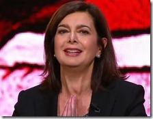 Laura Boldrini sorride mentre parla di democrazia