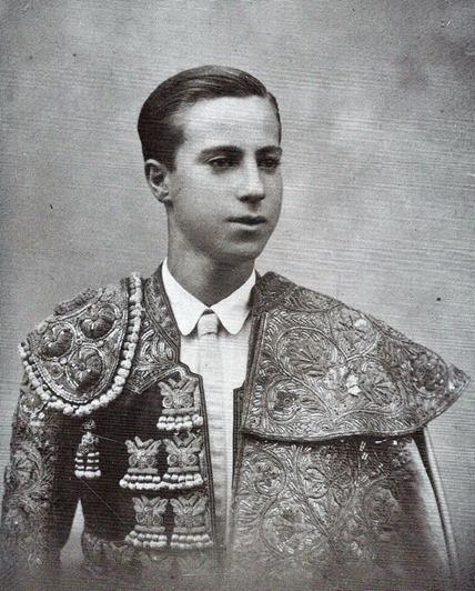 1937 Pepe Luis primer traje de luces (Arauz p.77) 001