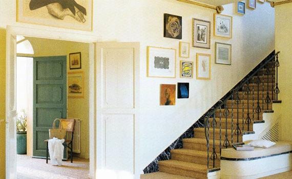 C mo colocar cuadros en una habitaci n 10 consejos y for Cuadros para escaleras