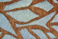 Tkanina obiciowa z efektem metalicznym. Motyw roślinny - liście. POmarańczowa, srebrna.