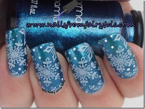 matching manicure - snowflakes 3