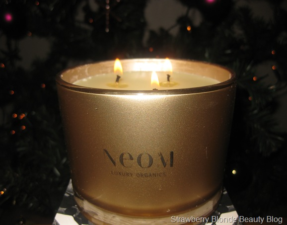 Neom-Christmas-Wish-candle-2012-lit