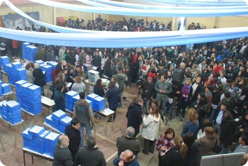 Juan Pablo de Jesús entregó netbooks a alumnos de escuelas secundarias de Mar de Ajó y Mar del Tuyú