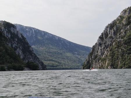 Croaziera pe Dunare: Intrarea in Cazane