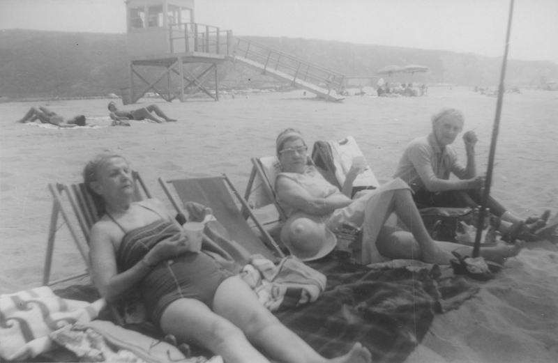 Minta Arbuckle, Gean?, and Lois Mercer (from left to right) on the beach. Undated.