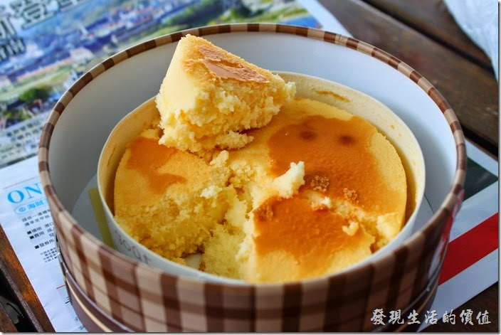 日本北九州-豪斯登堡。不知道是不是真的肚子餓的關係,這乳酪蛋糕好好吃啊!沒兩三下就被我們全吃光了,乳酪的味道非常濃郁,養足了精神,繼續探險了!