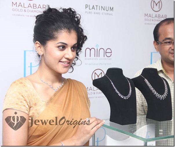 Tapsee_Malabar_Gold_and_Diamonds (3)