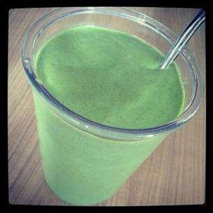 6 Power-Smoothie unter anderem mit gefrorener Mango und gefrorener Wassermelone