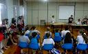 Estudantes participam de soletrando em inglês