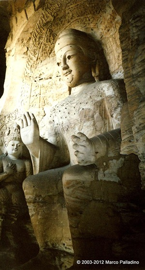 buddha gigante nelle grotte di yungang