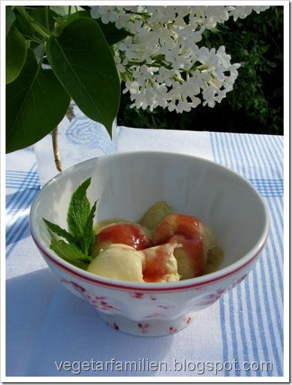 rabarbrasorbet, vaniljeis og rabarbrasirup