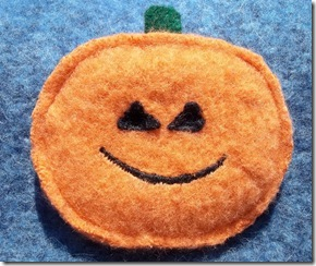 halloween crafts: wool pumpkin pins