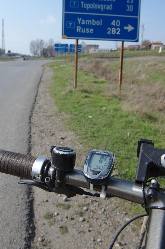 Scurtaturi si lungituri, in loc de 350 de kilometri pe drumuri principale 567.