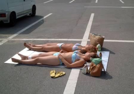 tomando-sol-estacionamento-wal-mart