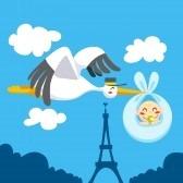 9668030-linda-cig-ena-sobrevolando-el-cielo-de-paris-torre-eiffel-llevando-a-un-bebe-recien-nacido-para-entr